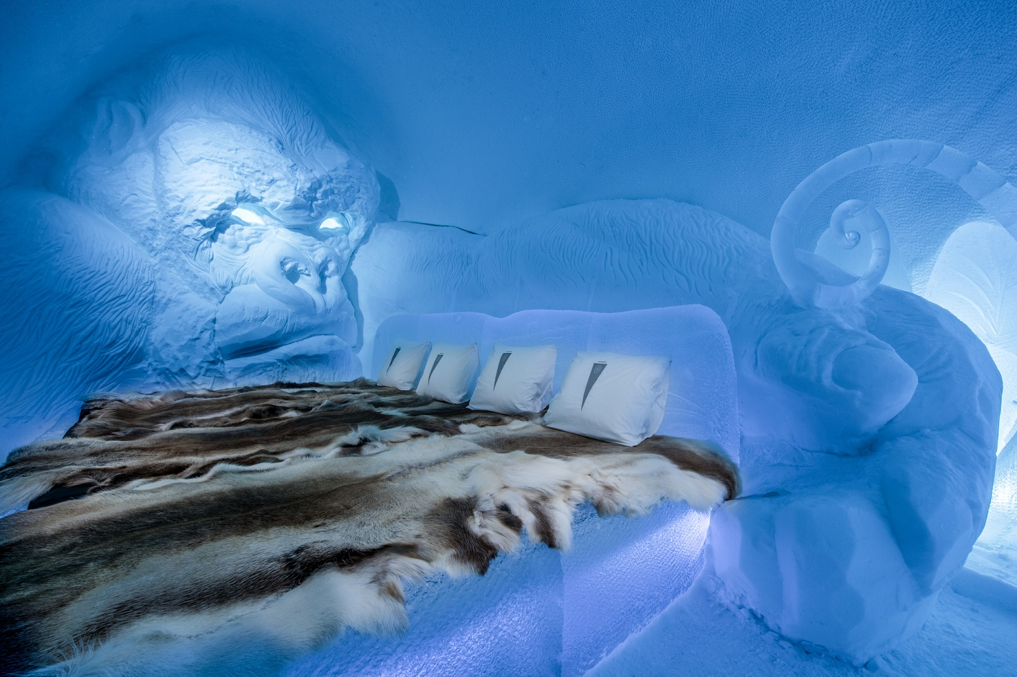 medium art suite king kong icehotel 28 Design Lkhagvadorj Dorjsuren. Photo Asaf Kliger. 2