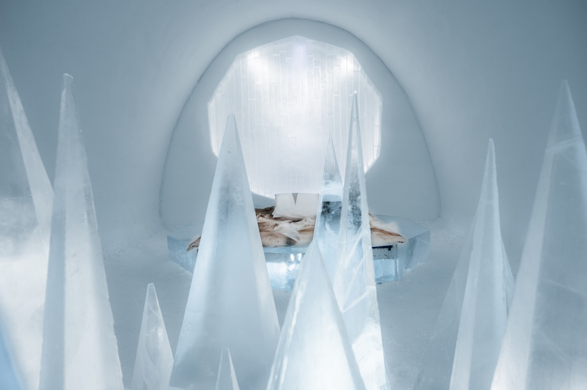 medium art suite white desert icehotel 28 Design Timsam Harding Fabián Jacquet Casado. Photo Asaf Kliger. 2